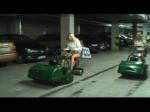 Virální video - blondýny v garážích