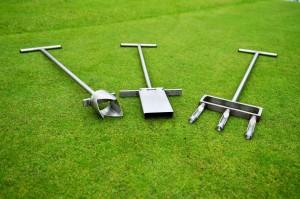 Ořezávač trysek závlahy, půdní sondýrka, aerfikační vidle (ruční aerfikátor)